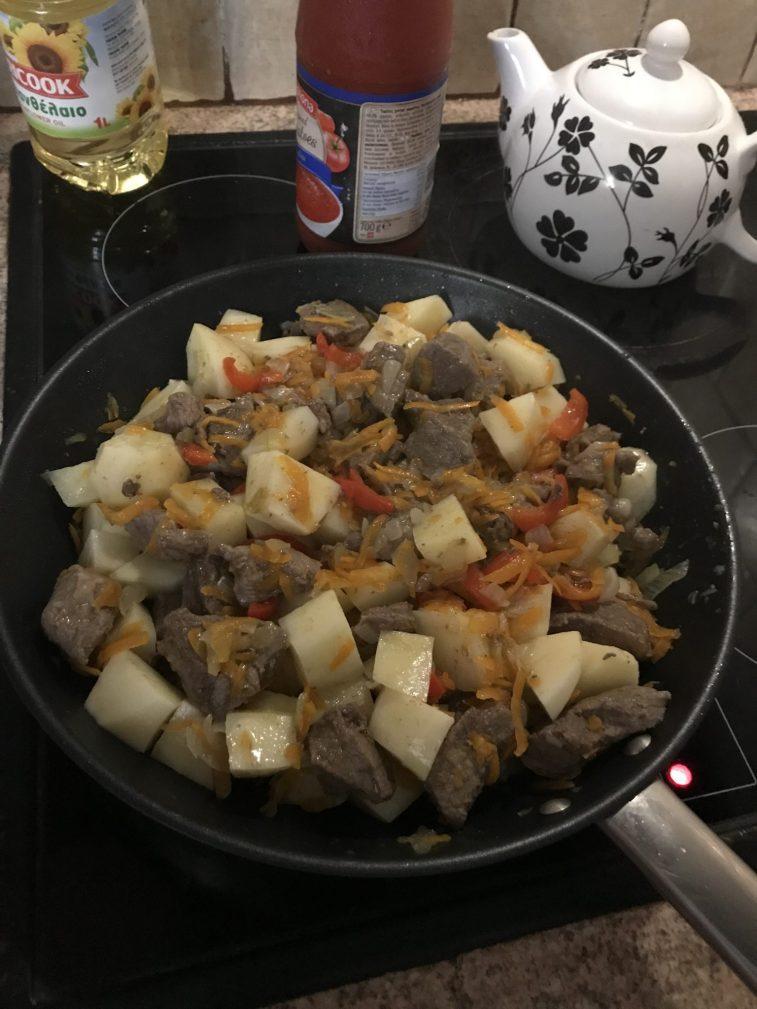 Фото рецепта - Жаркое по-домашнему из говядины - шаг 3