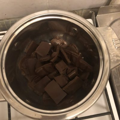 Фото рецепта - Бисквитный шоколадный торт - шаг 3