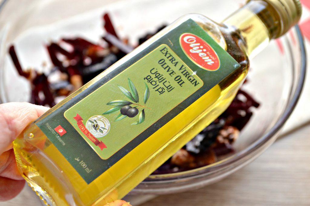 Фото рецепта - Салат из свеклы, чернослива и фиников - шаг 5