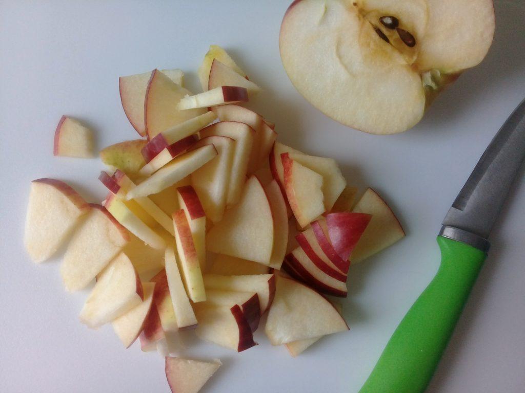 Фото рецепта - Шарлотка с яблоками - шаг 3