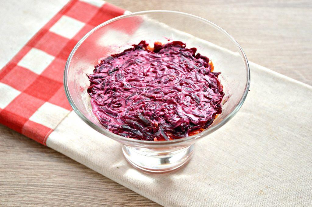 Фото рецепта - Слоеный салат с семгой - шаг 6