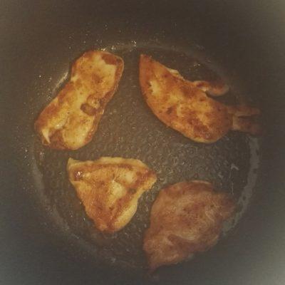 Фото рецепта - Куриная грудка в паприке, приготовленная в мультиварке - шаг 4