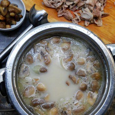 Фото рецепта - Грибной суп-пюре на курином бульоне - шаг 3