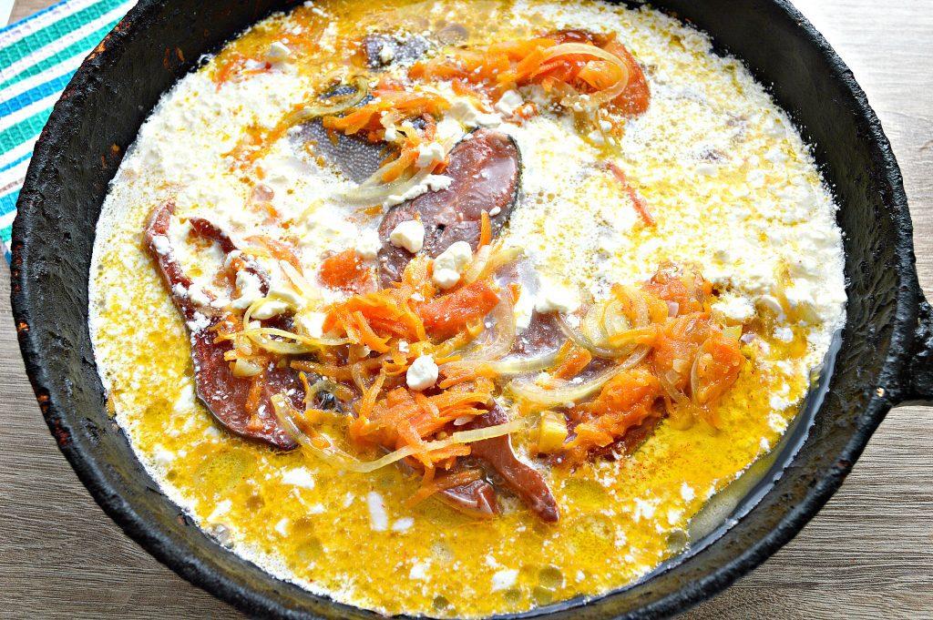 Фото рецепта - Горбуша под овощным маринадом на сковороде - шаг 6