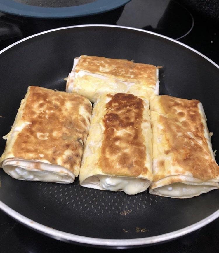 Фото рецепта - Ленивый хачапури из лаваша с творогом и сыром - шаг 4
