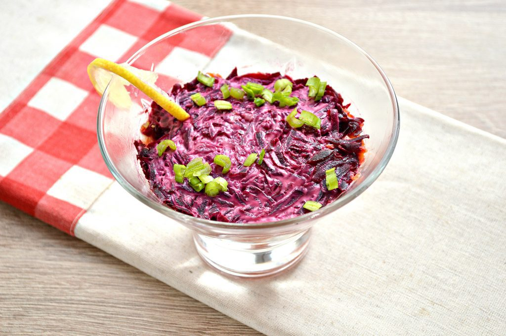 Фото рецепта - Слоеный салат с семгой - шаг 7