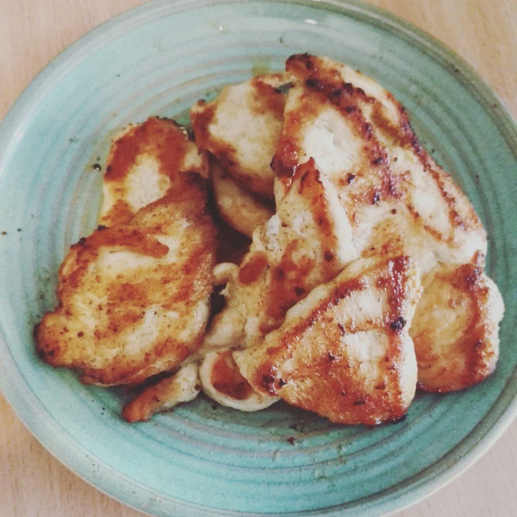 Фото рецепта - Куриная грудка в паприке, приготовленная в мультиварке - шаг 5