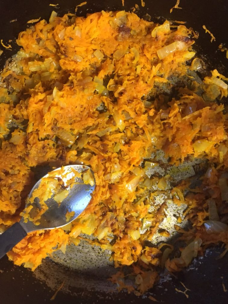 Фото рецепта - Мясные зразы с морковью, в духовке - шаг 2