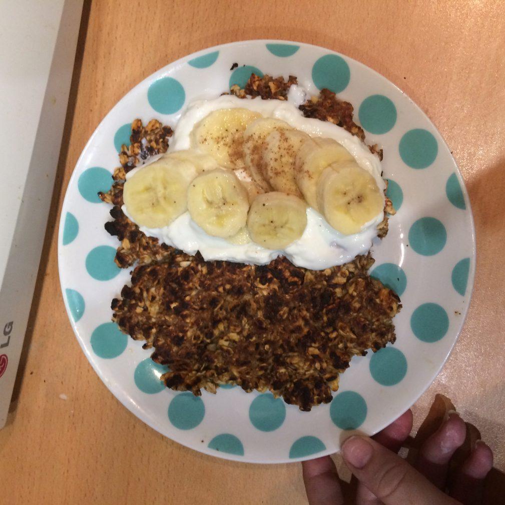 Фото рецепта - Овсяноблин с начинкой из творога и банана - шаг 6