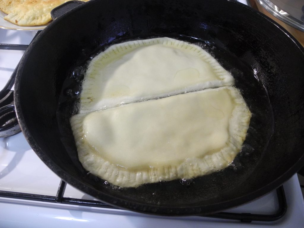 Фото рецепта - Домашние чебуреки - шаг 6