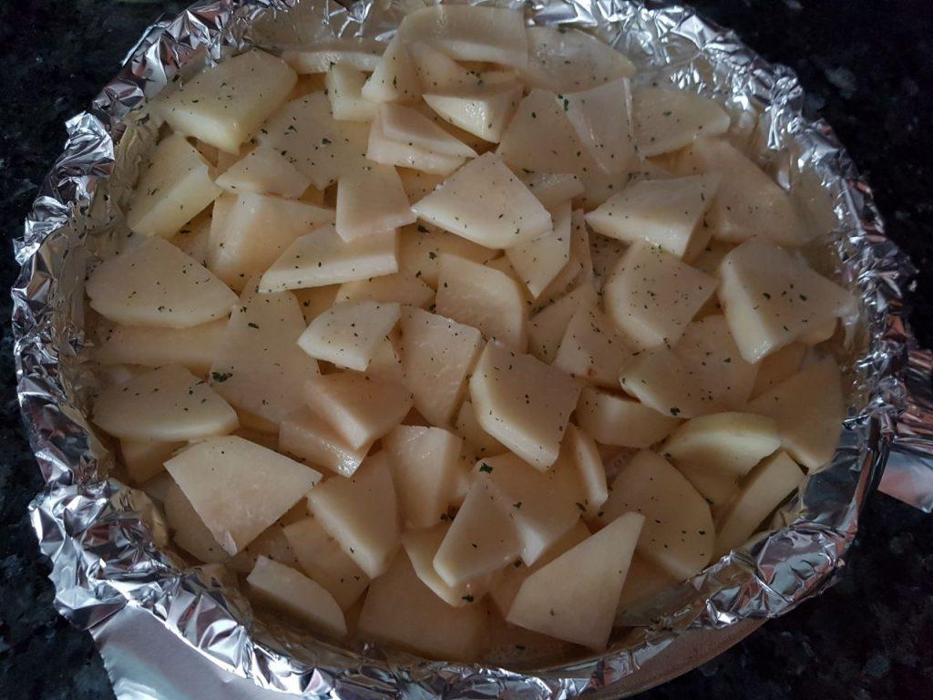 Фото рецепта - Картофель, запечённый в сливочном соусе - шаг 4