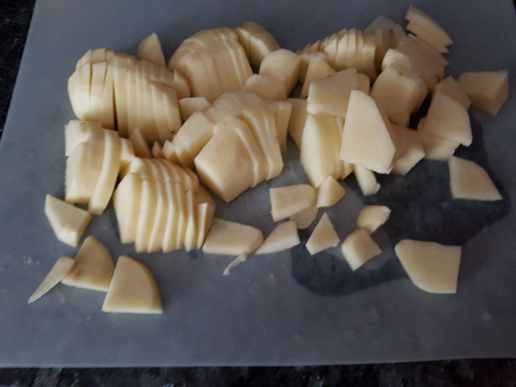 Фото рецепта - Картофель, запечённый в сливочном соусе - шаг 1