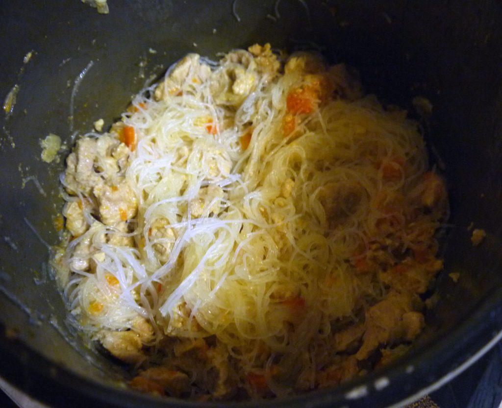 Фото рецепта - Мясной салат с фунчозой - шаг 5