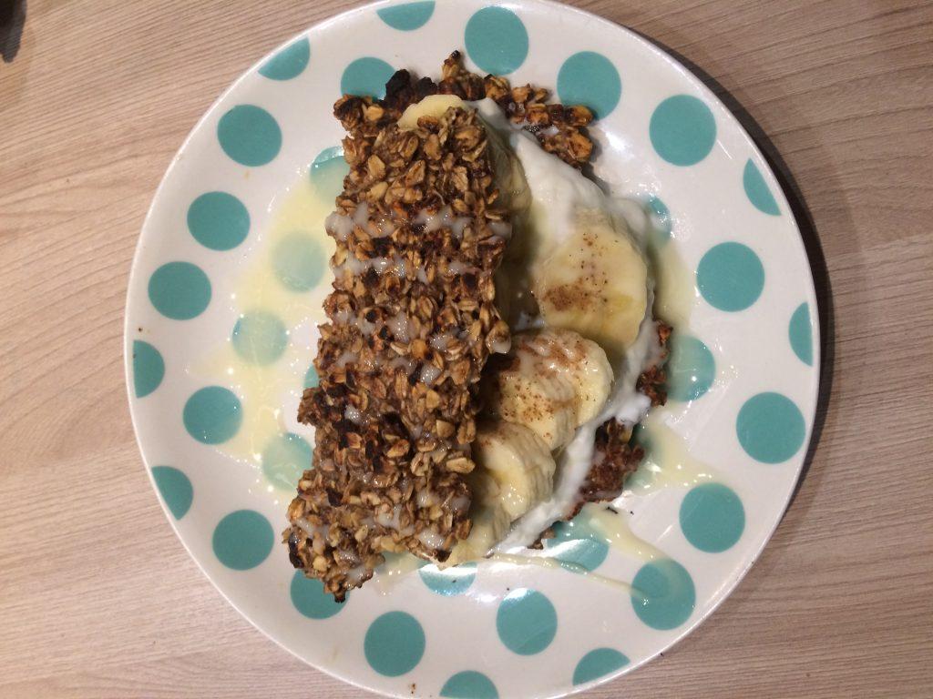 Фото рецепта - Овсяноблин с начинкой из творога и банана - шаг 8
