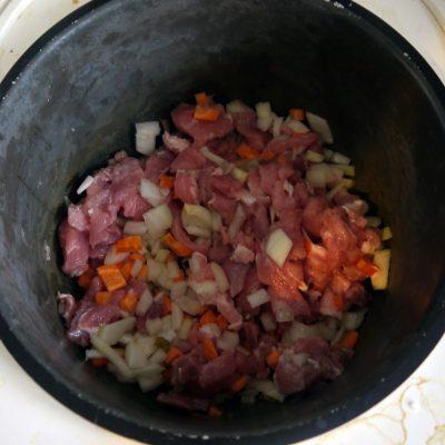 Фото рецепта - Мясной салат с фунчозой - шаг 3