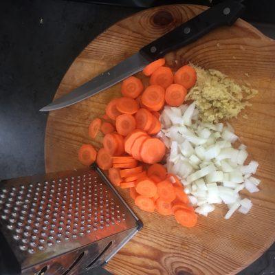 Фото рецепта - Морковно-тыквенный суп-пюре с карри - шаг 1