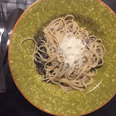 Спагетти в сливочном соусе с грибами - рецепт с фото