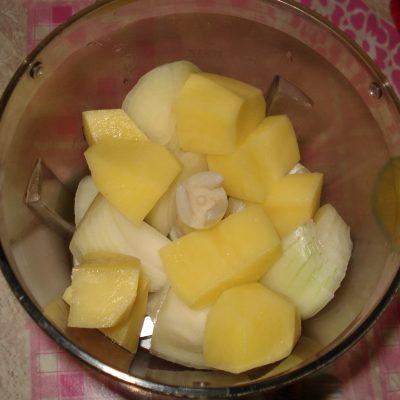 Фото рецепта - Мясные биточки с картофелем - шаг 1