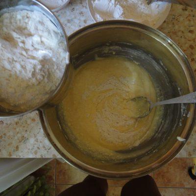 Фото рецепта - Творожные пончики жареные в масле - шаг 4