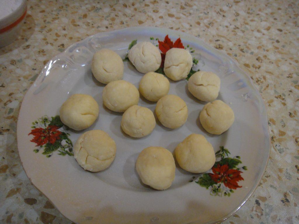Фото рецепта - Творожные пончики жареные в масле - шаг 6