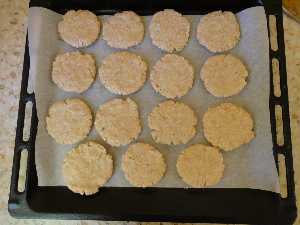 Фото рецепта - Овсяное печенье из овсянки быстрого приготовления - шаг 5