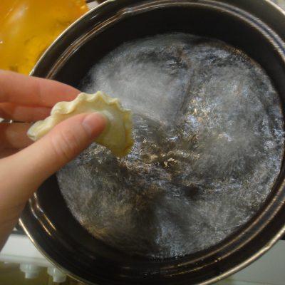 Фото рецепта - Вареники с картофелем - шаг 6