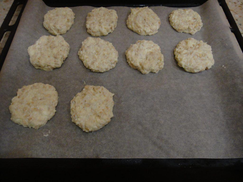 Фото рецепта - Овсяно-творожное печенье - шаг 4