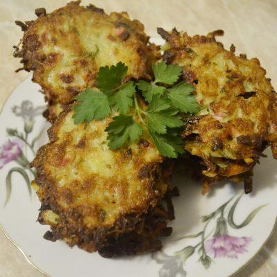 Драники с колбасой - рецепт с фото