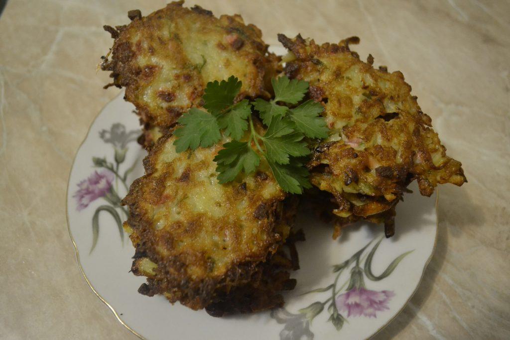 Фото рецепта - Драники с колбасой - шаг 5