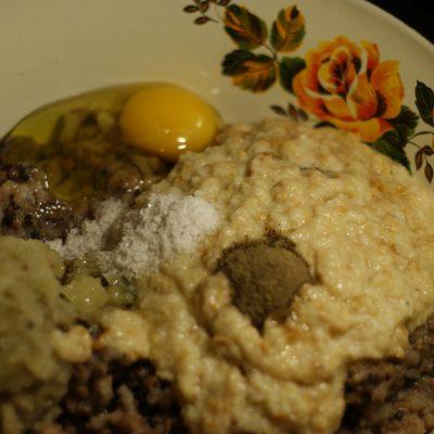 Фото рецепта - Рыбные котлеты из филе сельди - шаг 7