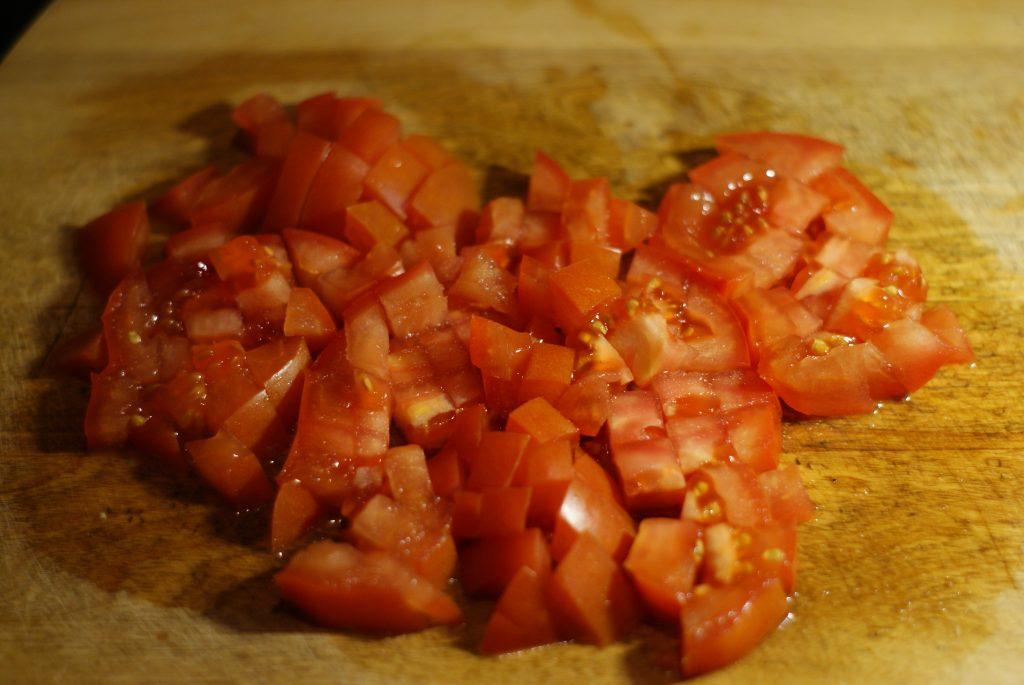 Фото рецепта - Салат из авокадо с помидором и огурцом - шаг 4