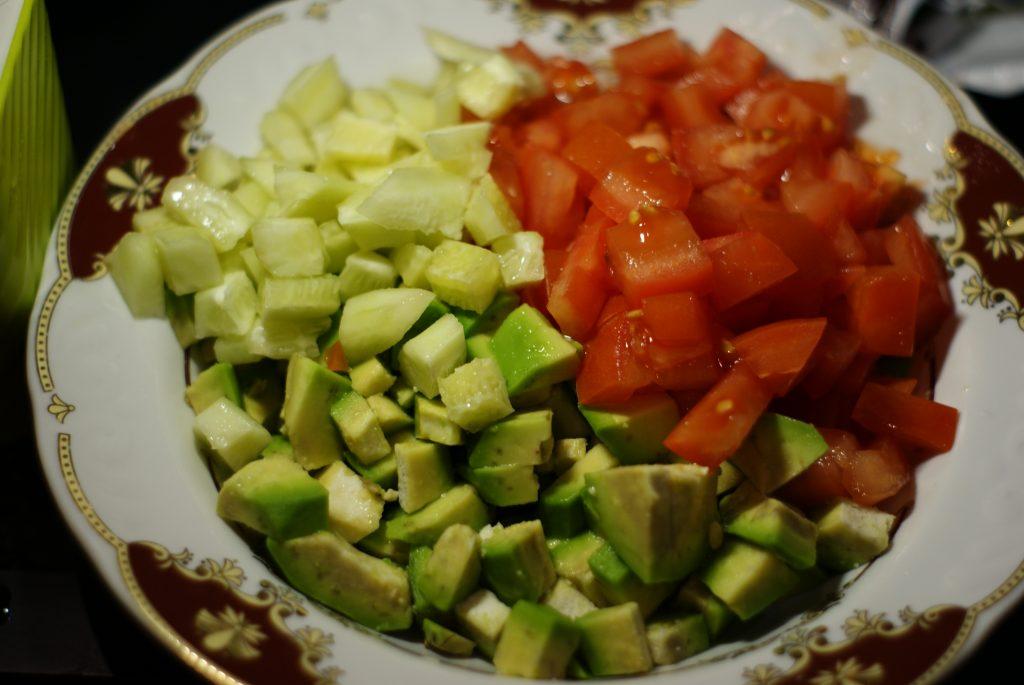 Фото рецепта - Салат из авокадо с помидором и огурцом - шаг 6