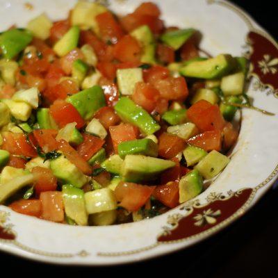 Фото рецепта - Салат из авокадо с помидором и огурцом - шаг 9