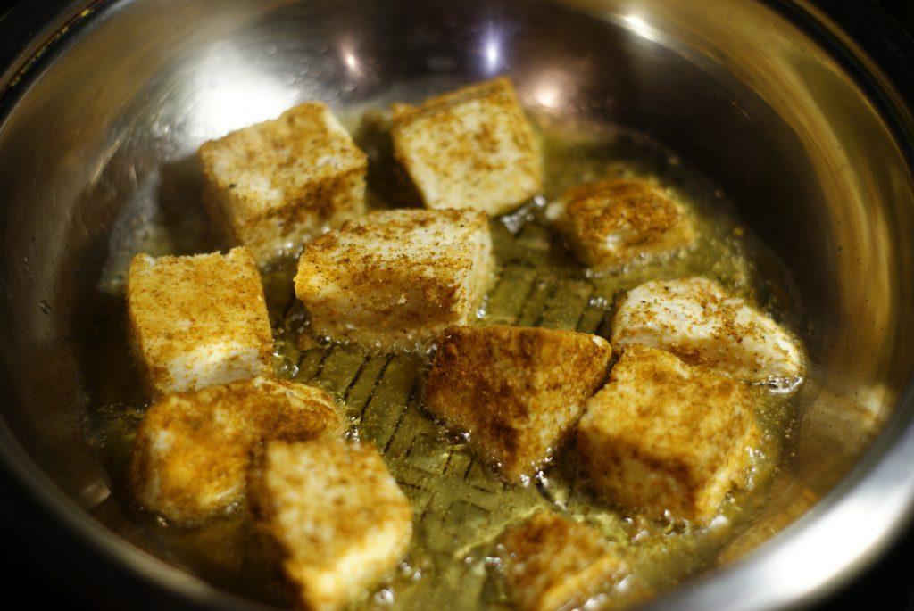 Фото рецепта - Жаренный сыр панир - шаг 5
