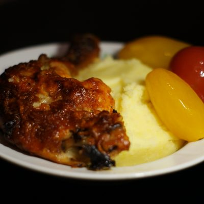 Фото рецепта - Запеченные куриные окорочка в томатном соусе - шаг 6