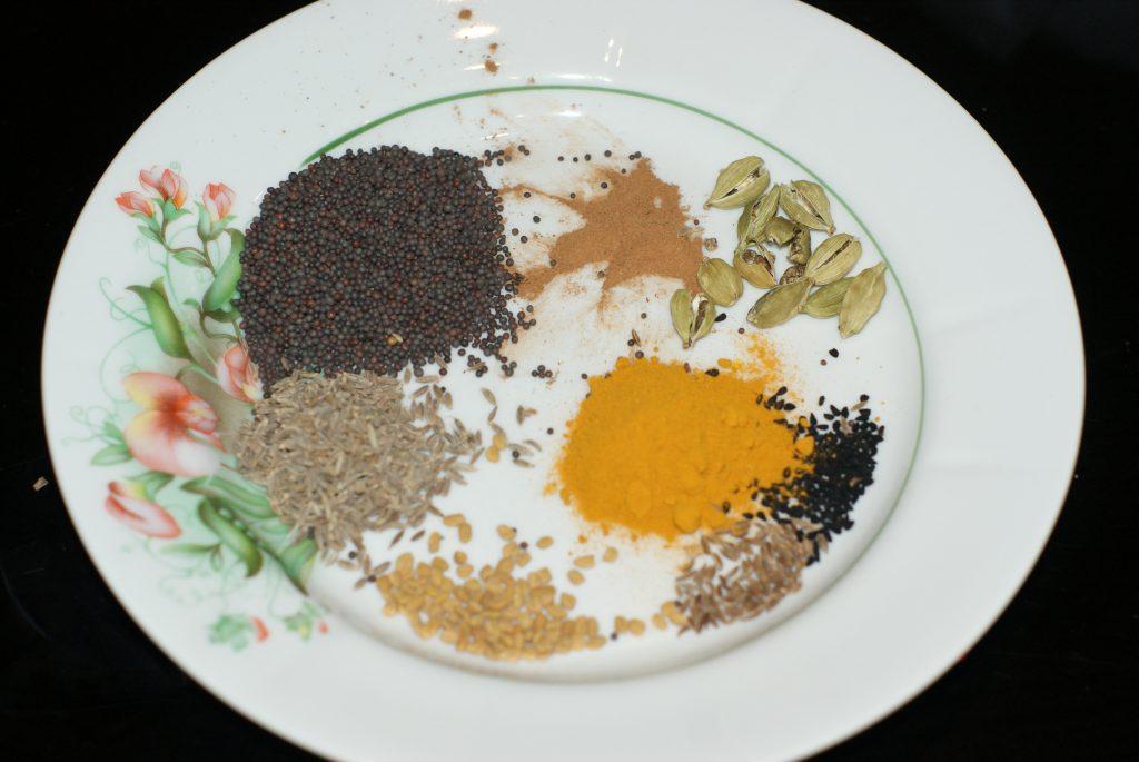 Фото рецепта - Ароматный Бирияни из риса с грибами и фасолью - шаг 9