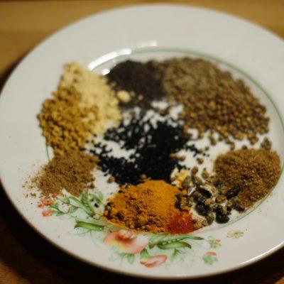 Фото рецепта - Картофель запеченный по-индийски - шаг 3