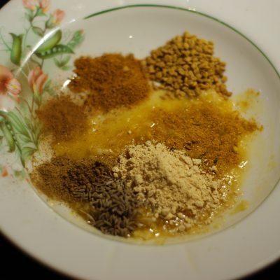 Фото рецепта - Куриные бедра жаренные в соево-медовом соусе - шаг 5