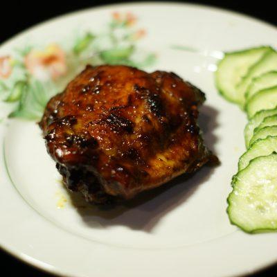 Куриные бедра жаренные в соево-медовом соусе - рецепт с фото