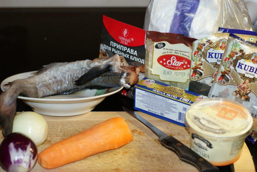 Фото рецепта - Минтай, тушеный с морковью в сметане - шаг 1