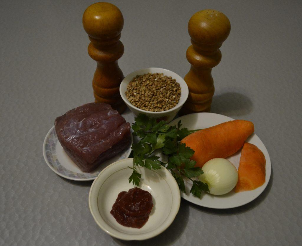 Фото рецепта - Ароматная гречневая каша с говядиной - шаг 1