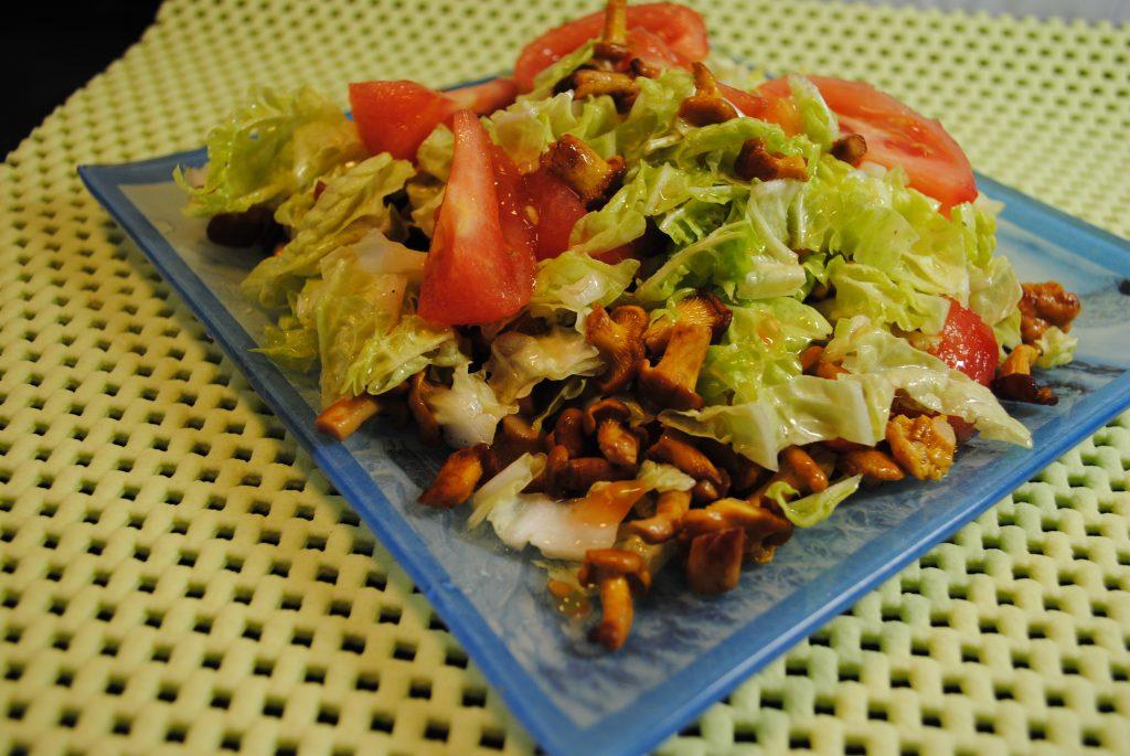 Фото рецепта - Оригинальный салат с лисичками - шаг 4