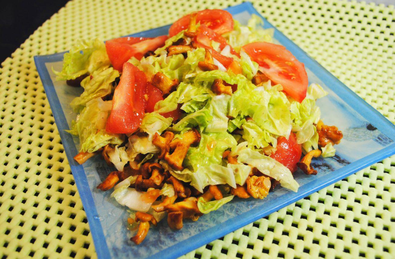 Оригинальный салат с лисичками