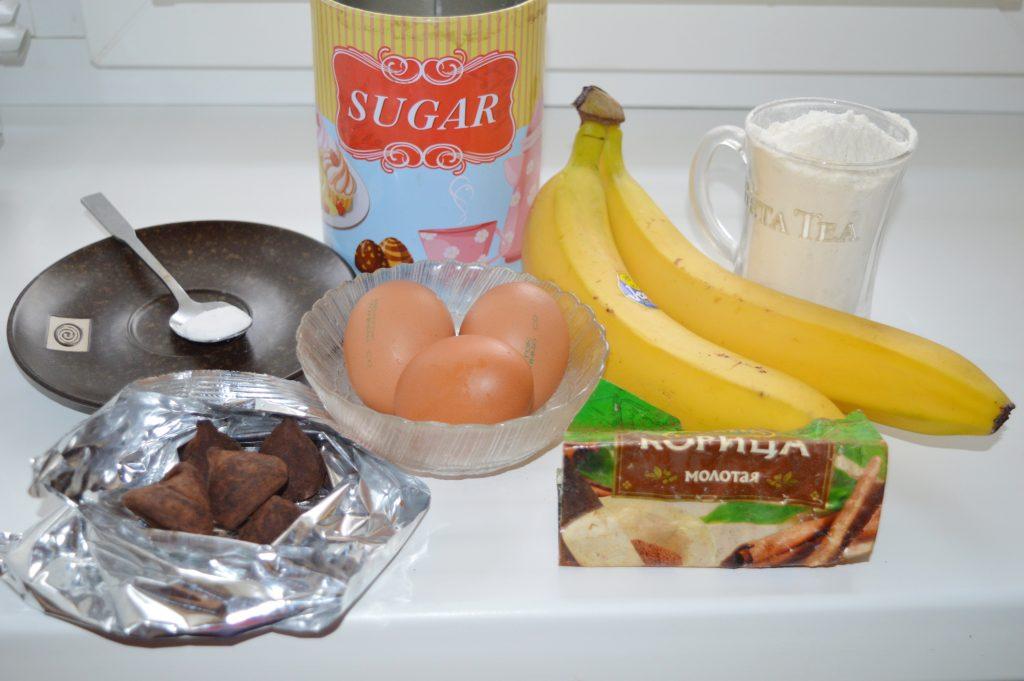 Фото рецепта - Банановая шарлотка с шоколадом - шаг 1