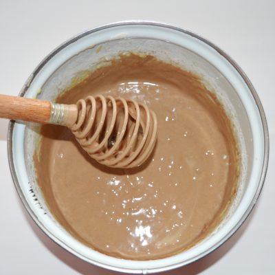 Фото рецепта - Банановая шарлотка с шоколадом - шаг 6