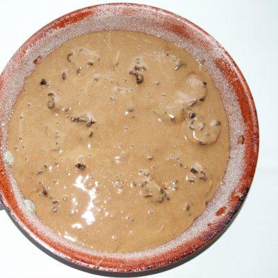 Фото рецепта - Банановая шарлотка с шоколадом - шаг 7