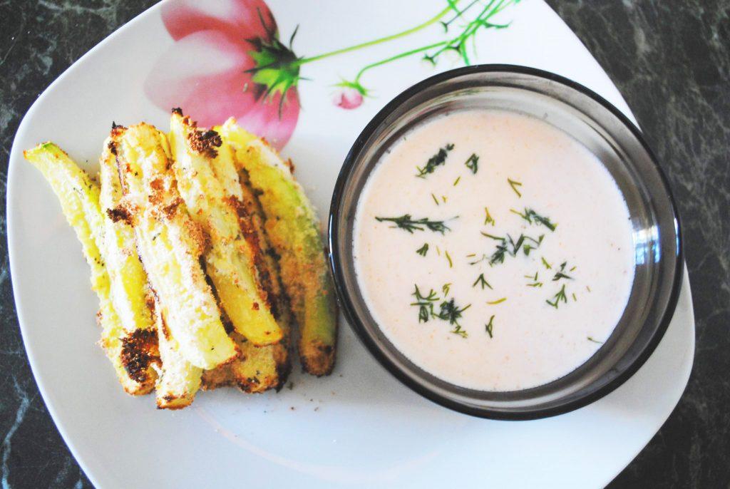 Фото рецепта - Стриксы из кабачков с йогуртовым соусом - шаг 3
