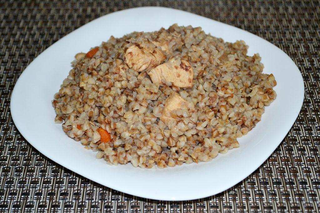 Фото рецепта - Гречневая каша с куриным филе, в казане - шаг 8