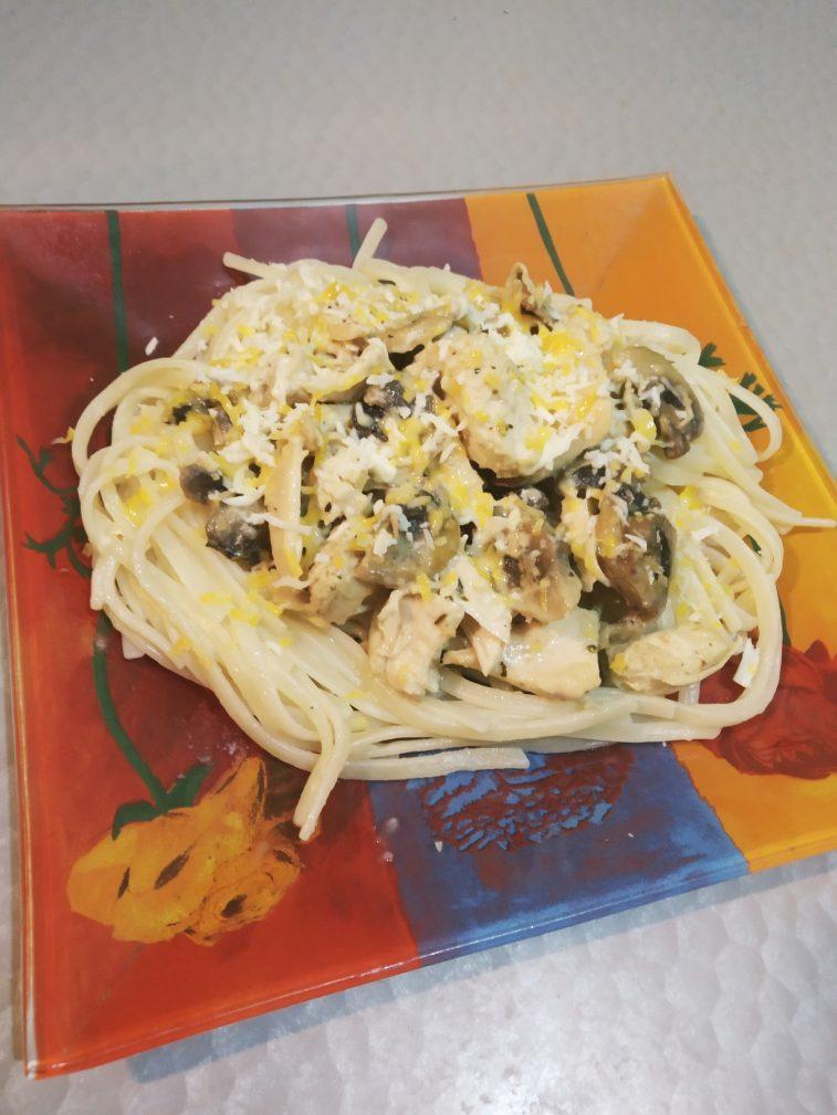 Фото рецепта - Спагетти с курицей и грибами - шаг 6