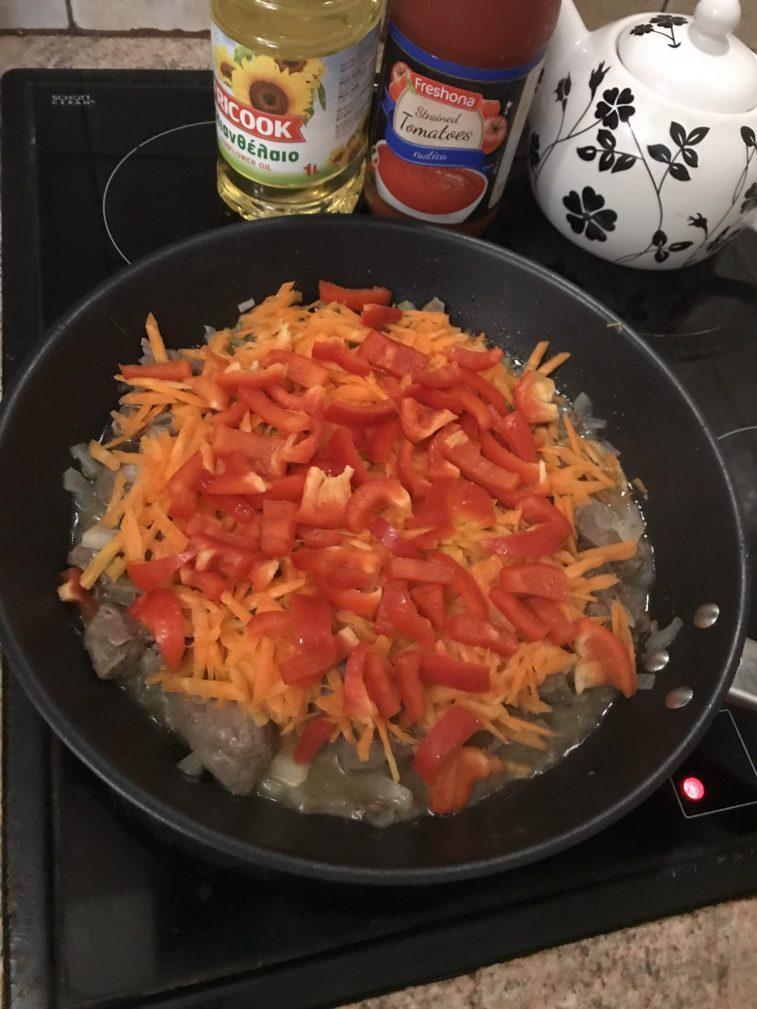 Фото рецепта - Жаркое по-домашнему из говядины - шаг 2